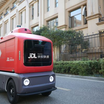 JD Health and Liu Qiangdong Launch Smart Delivery Vehicle