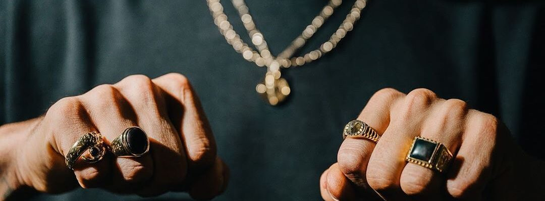 Tips to consider when buying men's jewellery